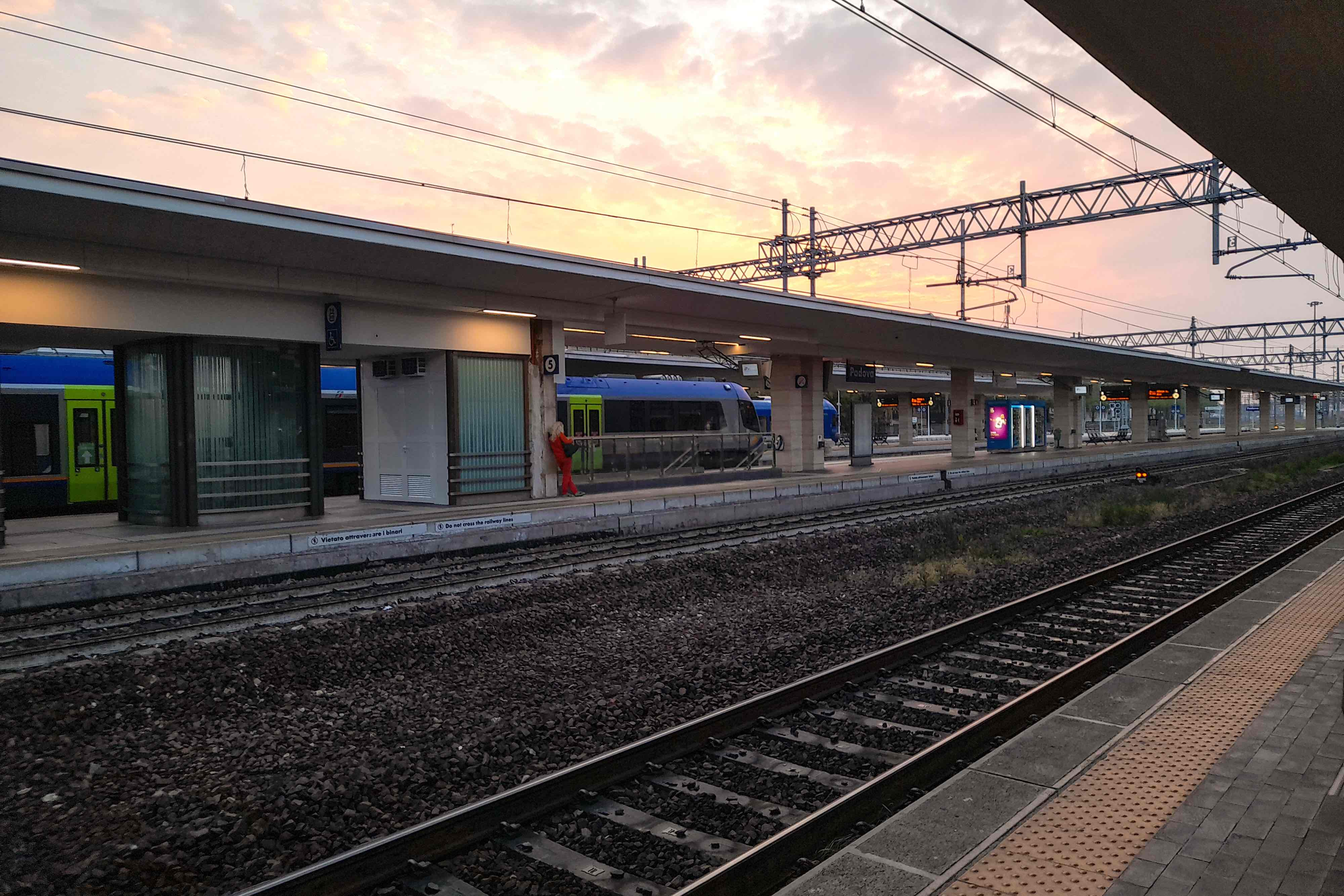 Maliha_Binte_Mahabubferrovia_stazione_Padova_small